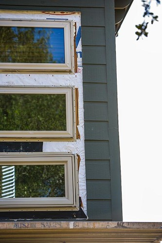 Rutherford Custom Homes did not have windows sealed with weather-tight flashing.
